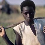 Nước nghèo kiệt quệ vì… bán đất