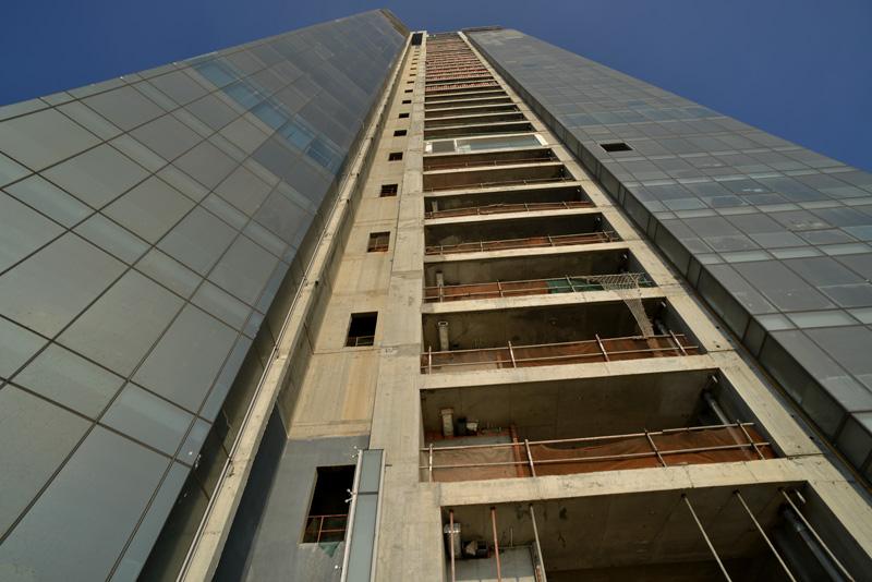 20150819094101 24c0 Saigon One Tower   Cao ốc nằm phủ bụi giữa trung tâm thành phố